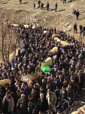 Uludere'de ölen 35 köylü toprağa verildi 7