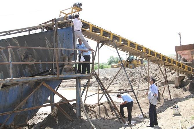 Bismil Belediyesi iki kum ocağını mühürledi 2