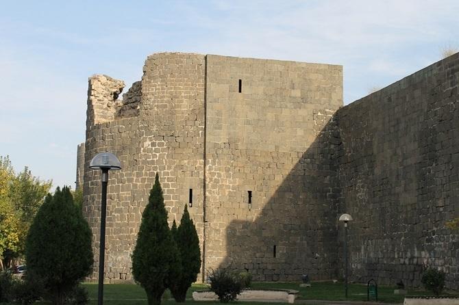 Sûrên Diyarbekirê di Lîsteya Mîretayê ya Dinyayê de ye 8