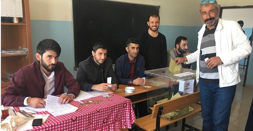 Bismil'de Referandumda oy verme işlemi başladı 10