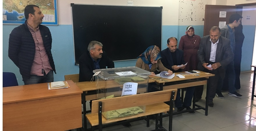 Bismil'de Referandumda oy verme işlemi başladı 3