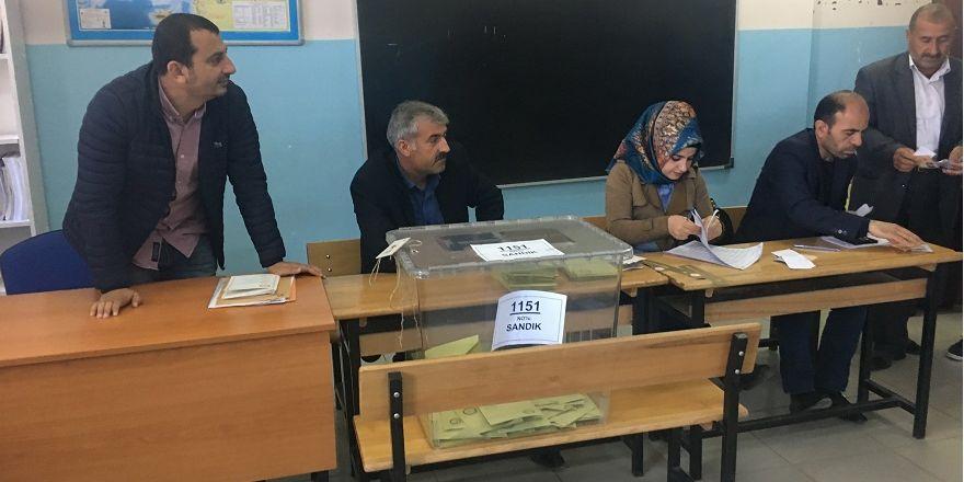 Bismil'de Referandumda oy verme işlemi başladı