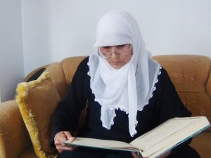 69 yaşındaki ninenin Kur'an öğrenme aşkı