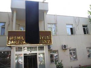Bismil Belediyesi'ne siyah bayrak asıldı