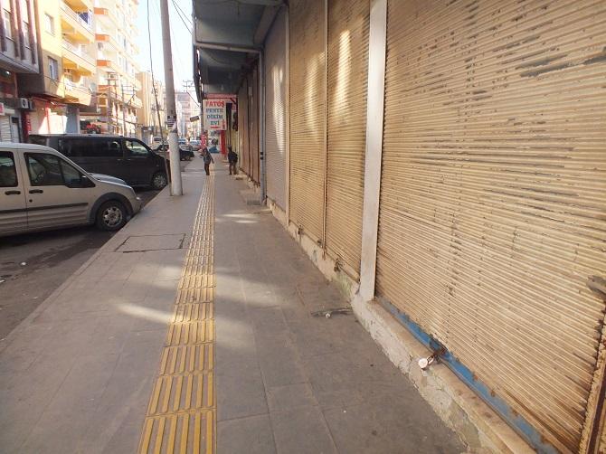 Öcalan'ın yakalanış yıldönümü için Bismil'de kepenkler kapatıldı