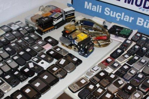 Gümrük Kaçağı 200 Cep Telefonu Ele Geçirildi
