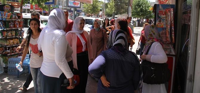 Bismilli kadınlar kaldırımları işgal eden esnafı uyardı