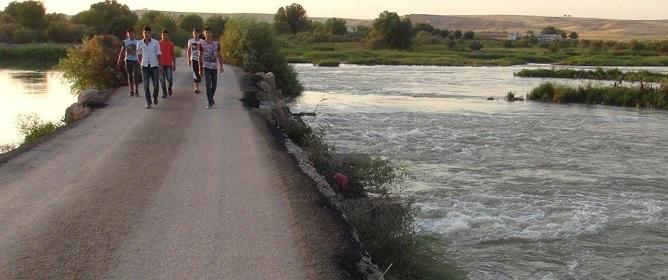 Dicle nehrinde kaybolan çocuk 3 gündür bulunamıyor