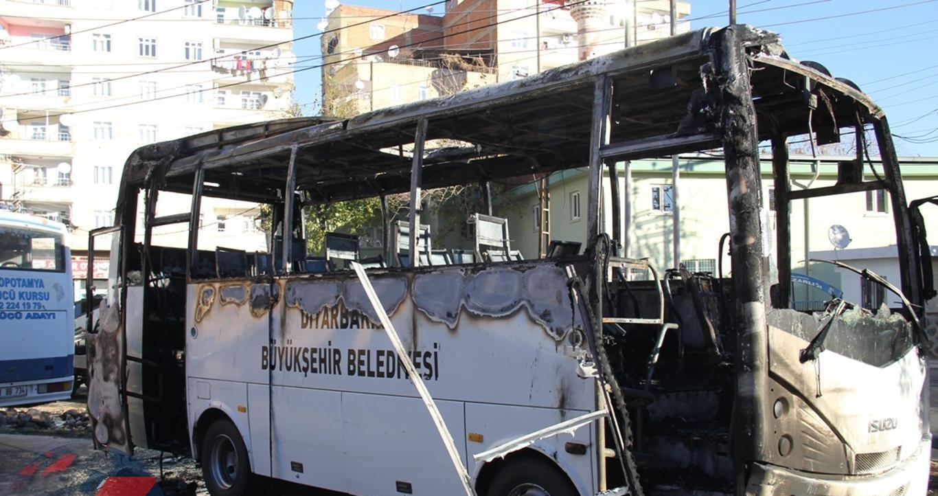 Belediye ve üniversiteye ait otobüsler kundaklandı