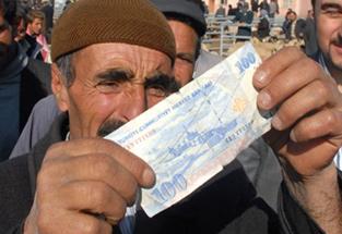 Polis Sahte Parayla Kurban Aldı, Satıcılar Anlamadı