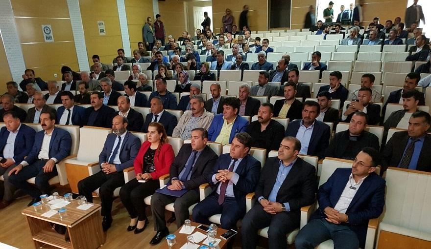 Anadolu 'Evet'' Platformu Bismil'de  Konferans verdi.
