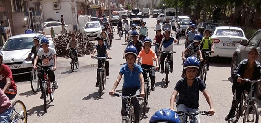 Öğrenciler bisiklet sürerek stres attılar