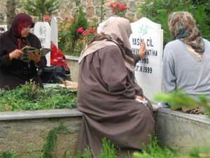 Bismil'de Mezarlıklara Ziyaretçi Akını