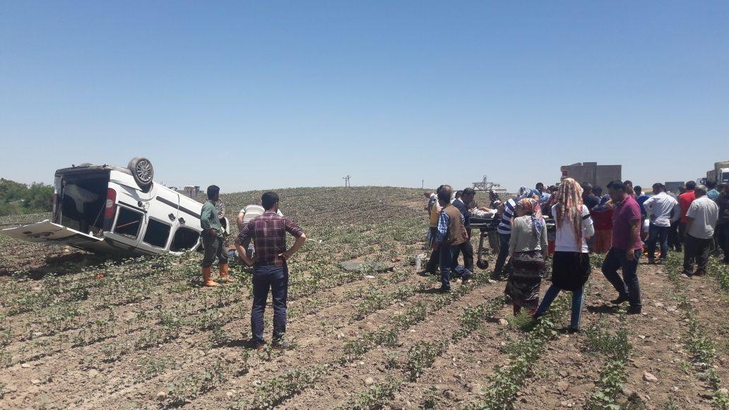Bismil'de Trafik Kazası! Araç Takla Attı