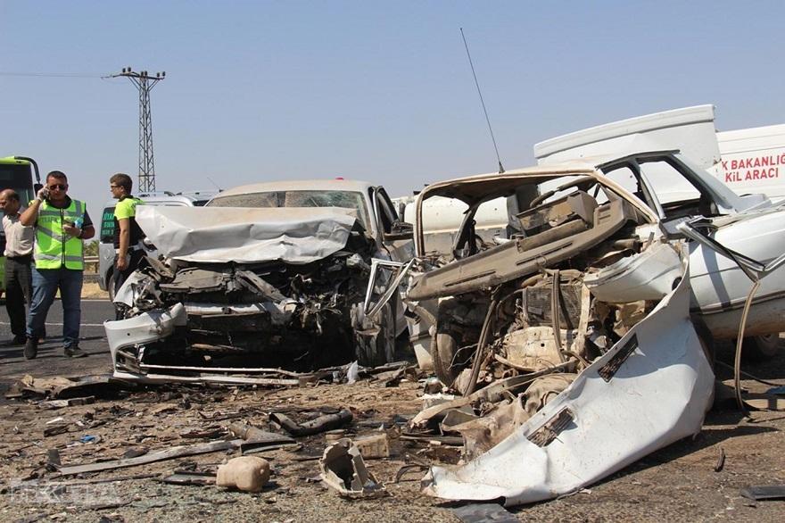 Bismilli araçlar çarpıştı. Feci kaza: 3 ölü