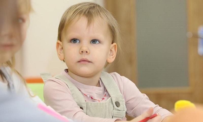 Uzmanlar, çocukların okul öncesinde ayrıntılı bir fiziki muayene ile değerlendirilmeleri gerektiğini belirtiyor.