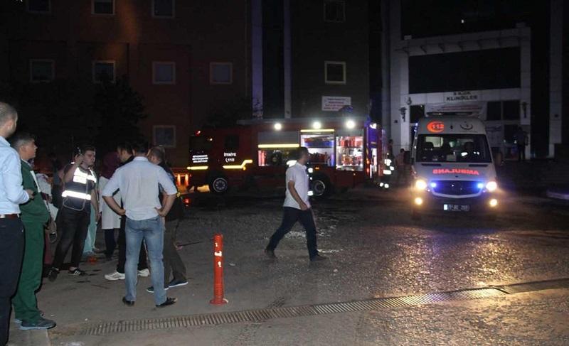 Yangın çıkan hastaneden 181 hasta tahliye edildi