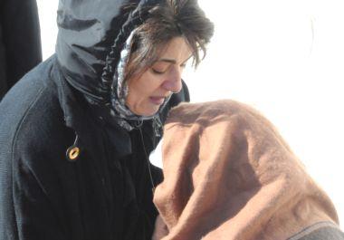 Leyla Zana gözyaşlarını daha fazla tutamadı