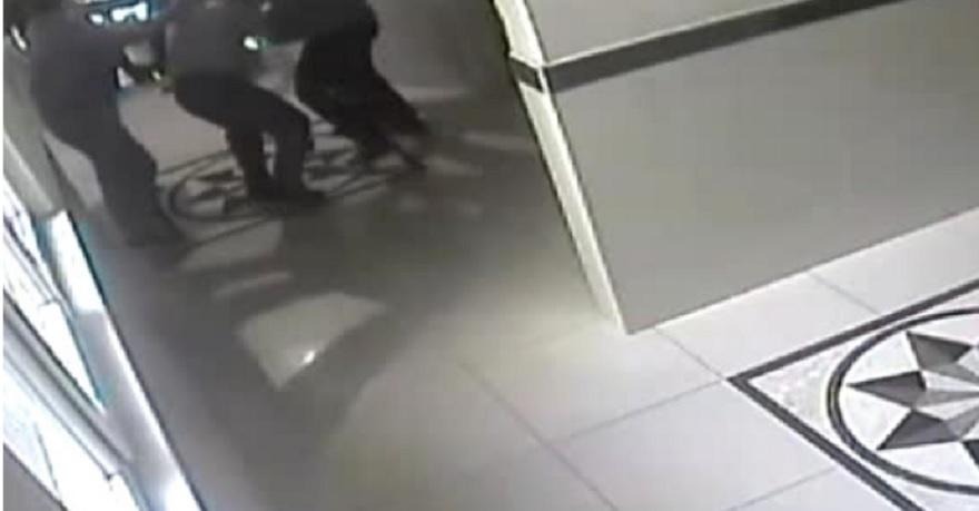Muhtar ve 3 azasına sopalı saldırı kamerada