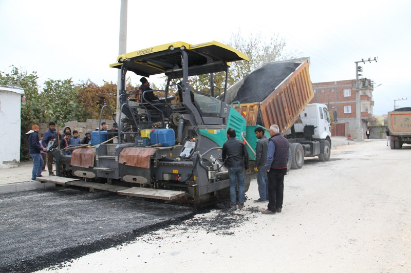 Bismil'de Sıcak Asfalt Çalışması Hız Kesmeden Devam Ediyor