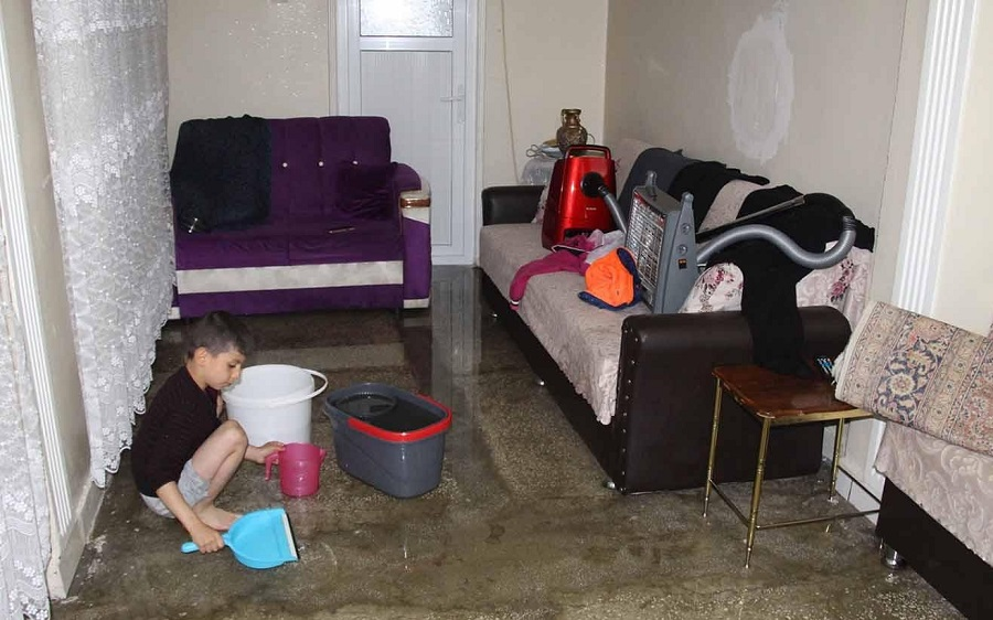 Altyapı yetersizliği nedeniyle birçok ev sular altında kaldı