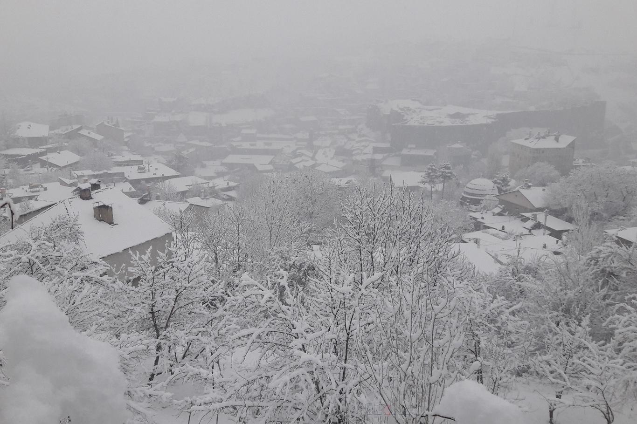 Doğuda kar nedeniyle 242 yerleşim birimi ulaşıma kapandı