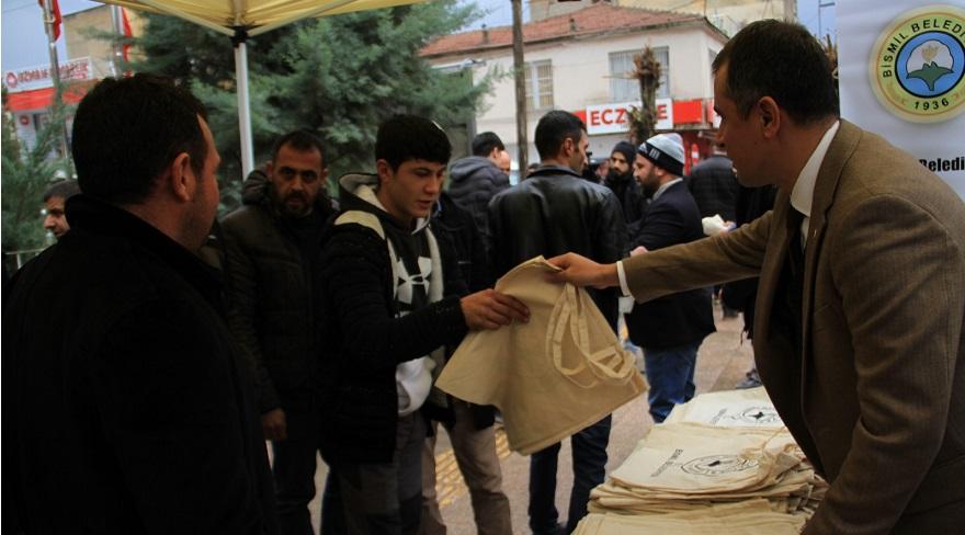 Bismil Belediyesi 50 bin bez torba dağıtıyor
