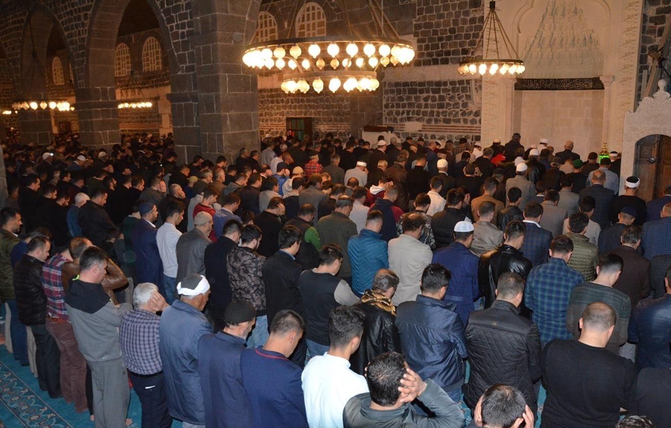 Diyarbakırlılar Berat Kandilini Ulu Cami'de ihya etti