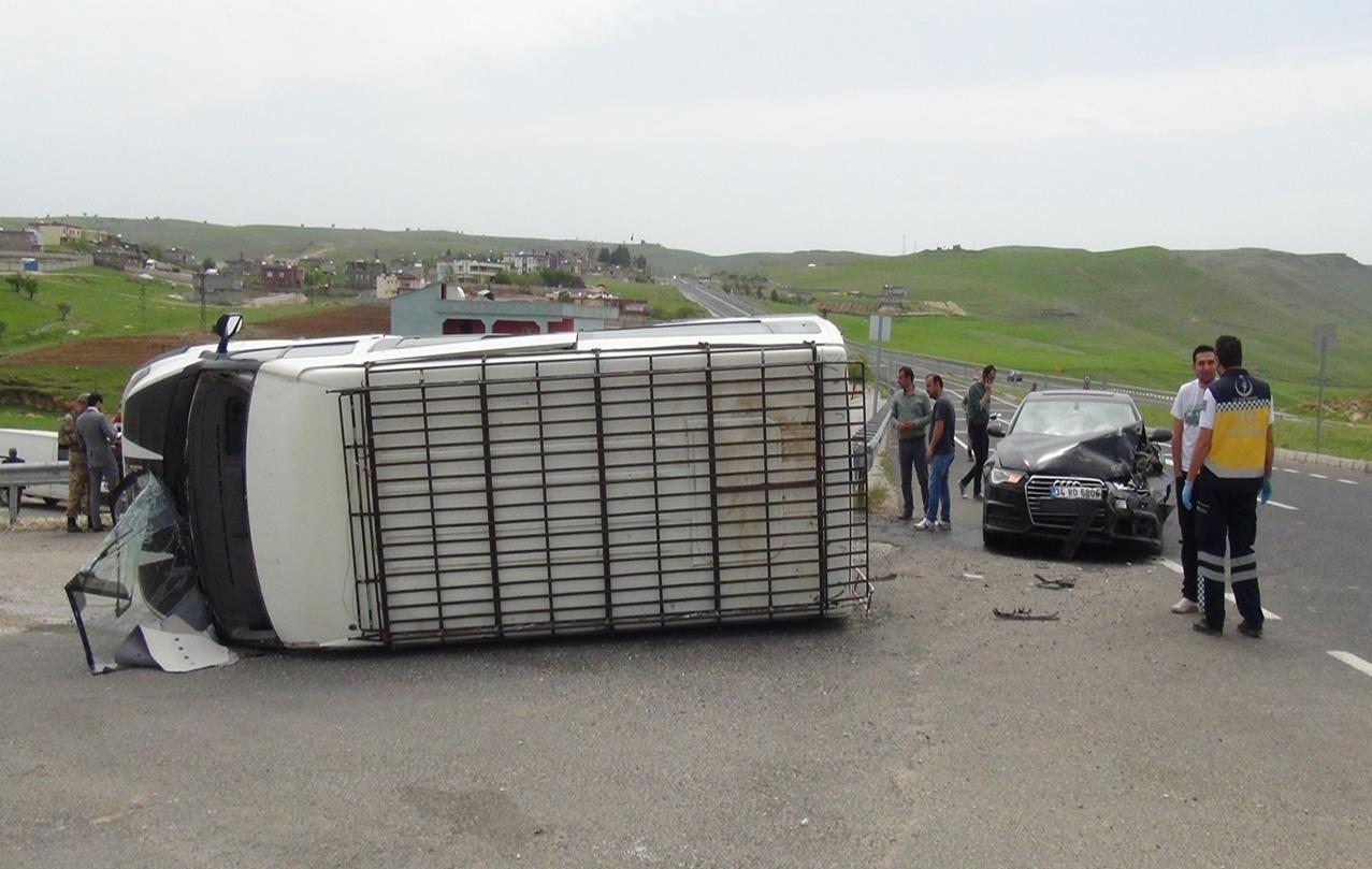 Minibüs ile otomobil çarpıştı: Biri bebek 5 yaralı