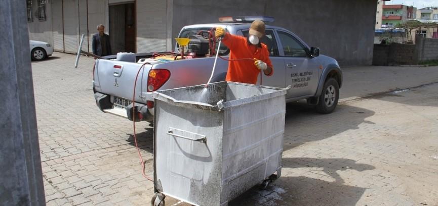 Bismil'de Çöp Konteynırları İlaçla Dezenfekte Ediliyor