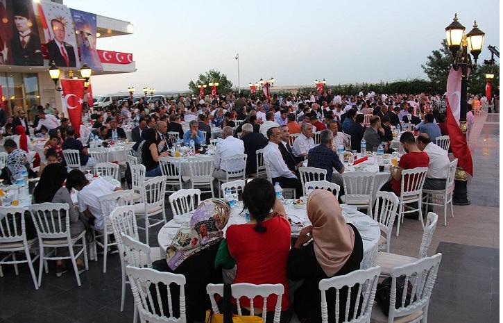 Şehit ve Gazi aileleri akşam yemeğinde bir araya geldi
