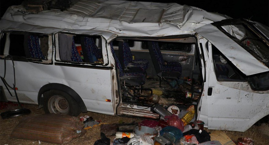 Fındık işçilerini taşıyan minibüs devrildi: 15 yaralı