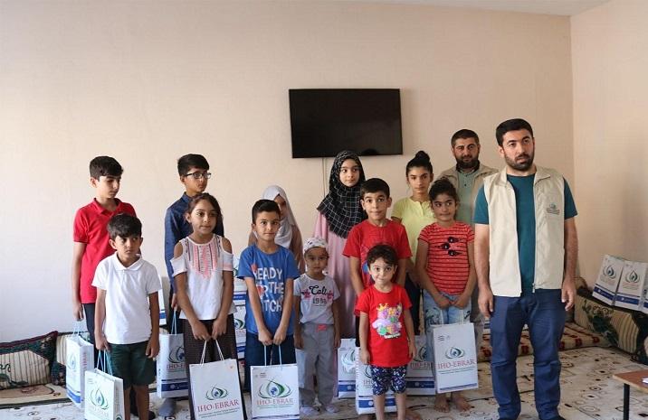 Bismil'de yetim öğrencilere kırtasiye yardımı