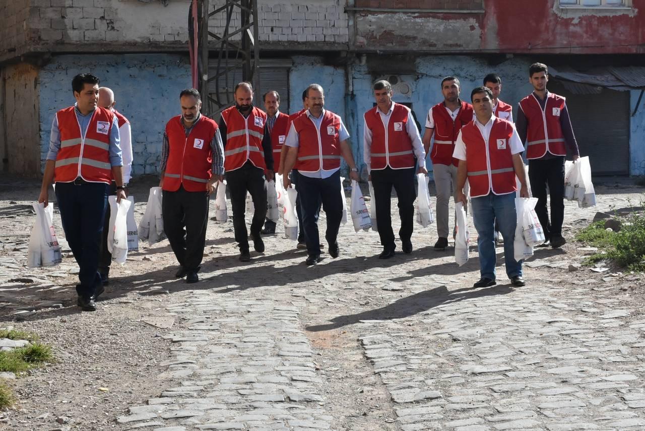 Diyarbakır il merkezi ile tüm ilçelerde yürütülen ''Kurban bağışı'' Faaliyetleri Devam Ediyor.