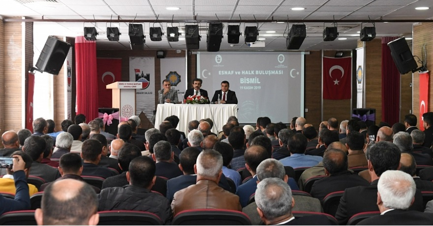 Diyarbakır Valisi ve Büyükşehir Belediye Başkan V. Hasan Basri Güzeloğlu, Bismil'de esnaf ve halkla buluştu