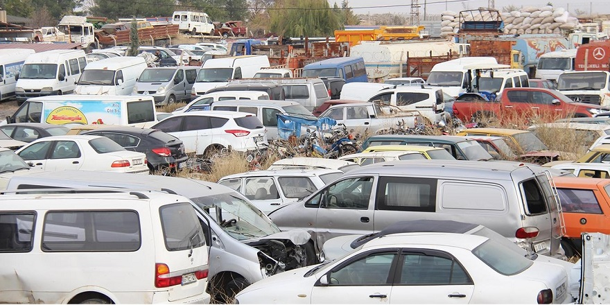 Binlerce araç çürümeye terkediliyor