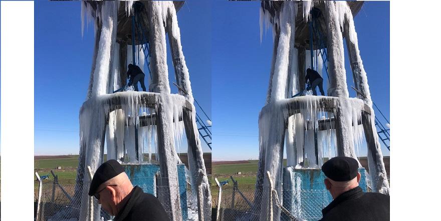 Bismil'de Su deposu buz kulesine dönüştü