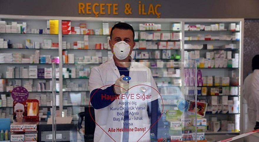 """Bakan Selçuk: """"Eczanelerimizle ilaç teminine ilişkin protokolün süresini uzattık"""""""