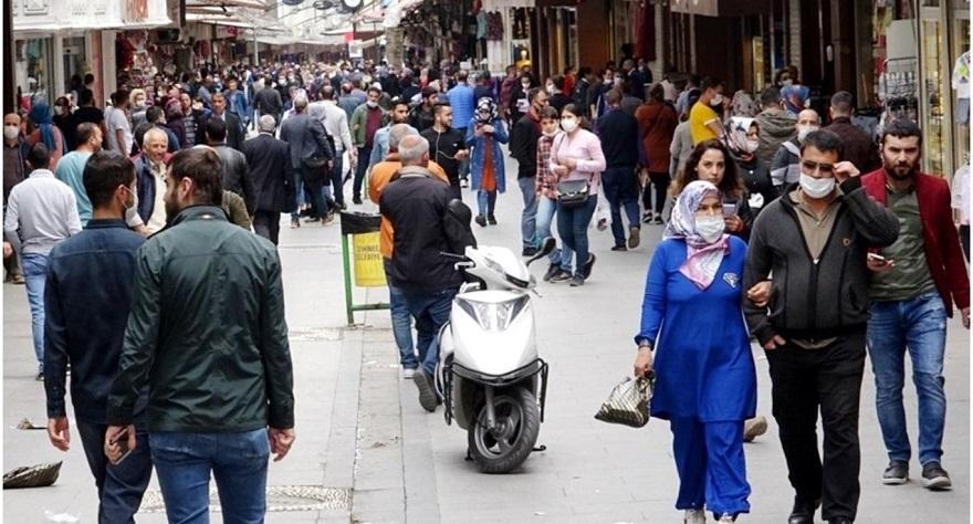 """Bilim Kurulu Üyesi Özlü: """"Vaka artışının nedeni cadde ve sokaklarda oluşan kalabalık"""""""