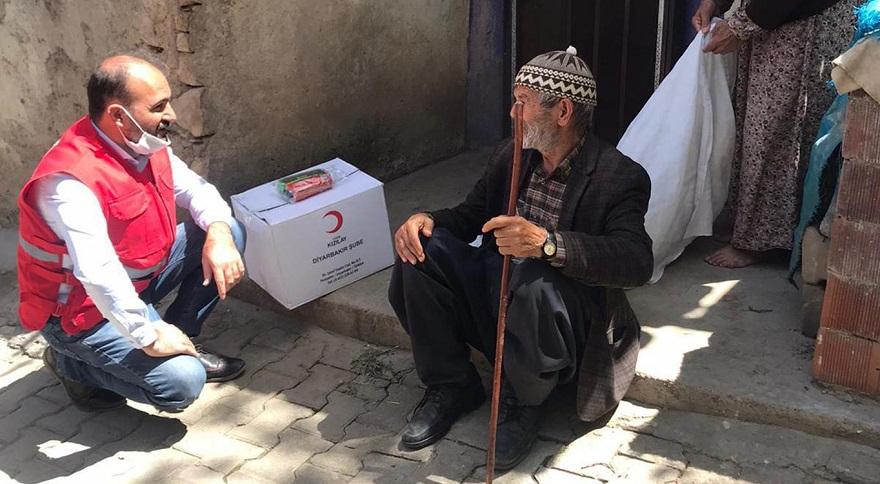 Diyarbakır Kızılay'dan 700 aileye Ramazan yardımı