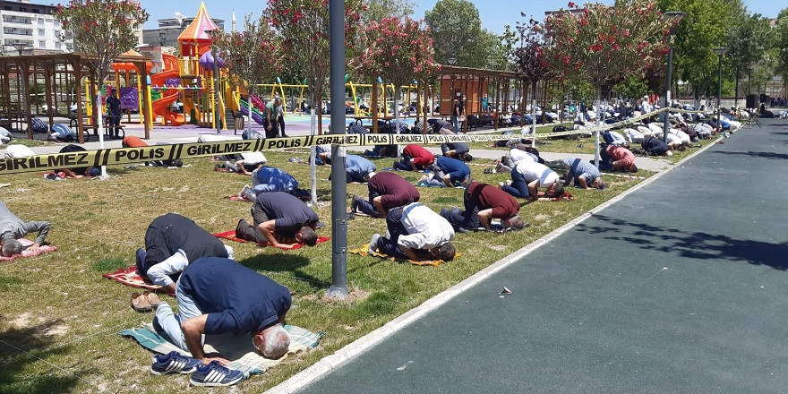 Bismil'de sosyal mesafeye uygun 2'nci kez cuma namazı kılındı