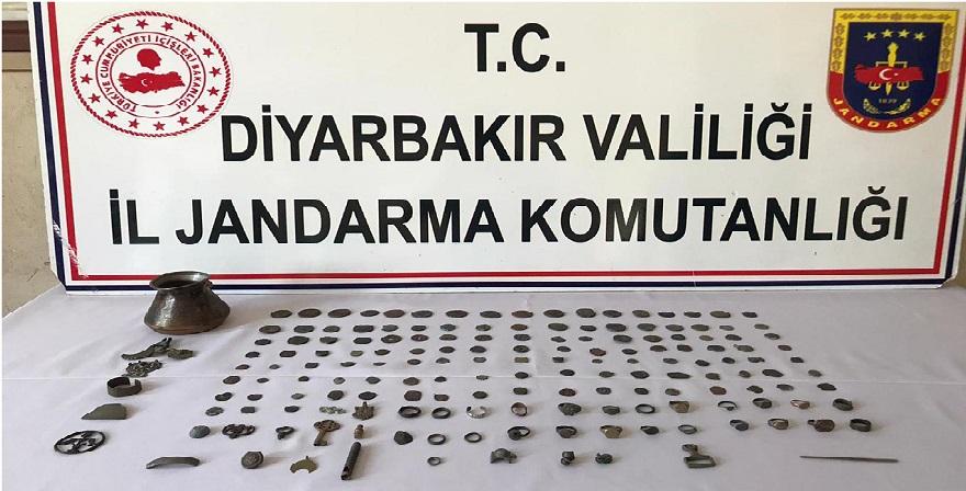 Diyarbakır'da tarihi sikkeleri satmak isteyen 2 kişi yakalandı