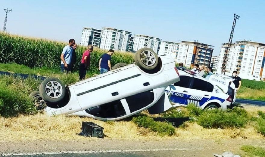 Otomobil, kazaya müdahale eden polis aracına çarptı