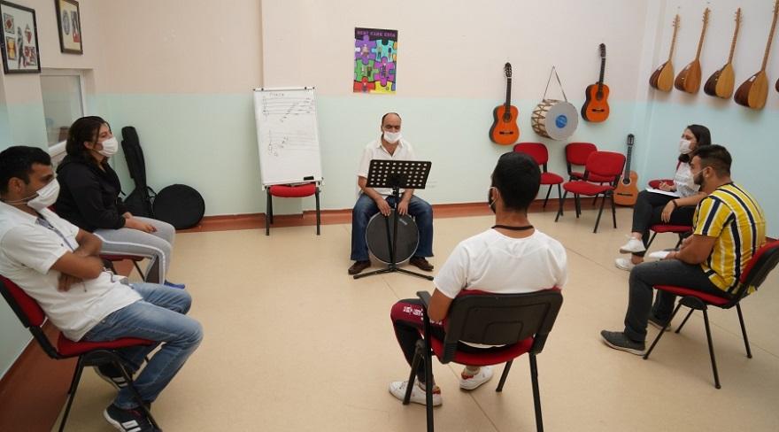 Büyükşehir'in engellilere yönelik kursları başladı