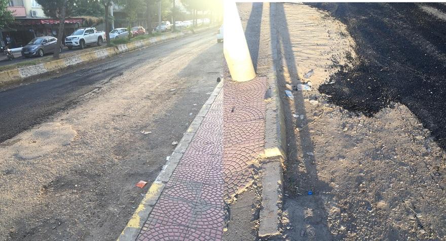 Tepe Mahallesinde Yama Yapılan Yollar Dikiş Tutmuyor