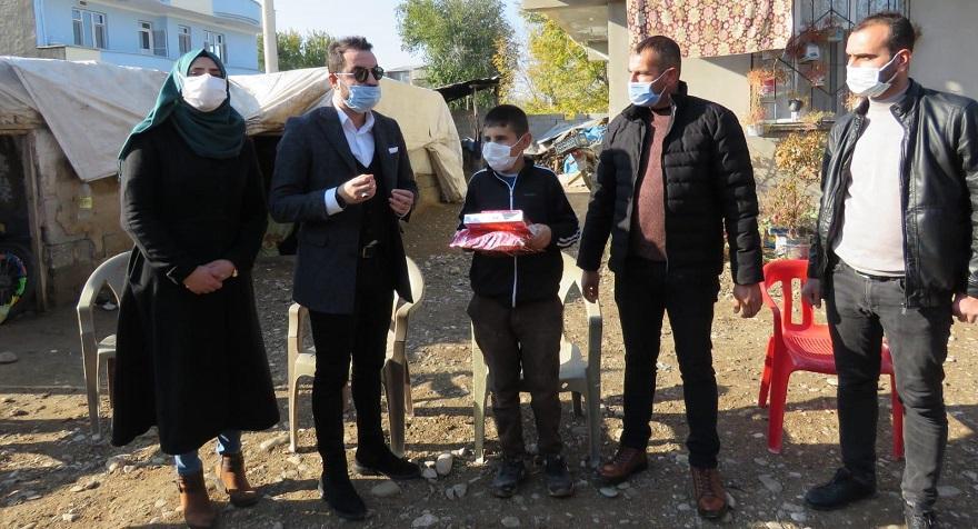 Köy köy dolaşıp tablet dağıttılar