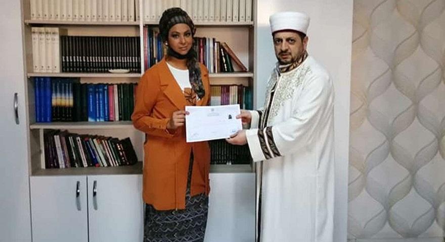 Diyarbakır'da Alman asıllı bir bayan Müslüman oldu.