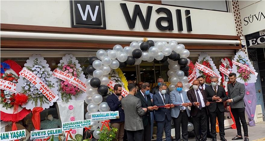 """Bismil'de yeni hizmete giren """"Wali giyim mağazası"""" isimli işyerinin açılışı yapıldı."""