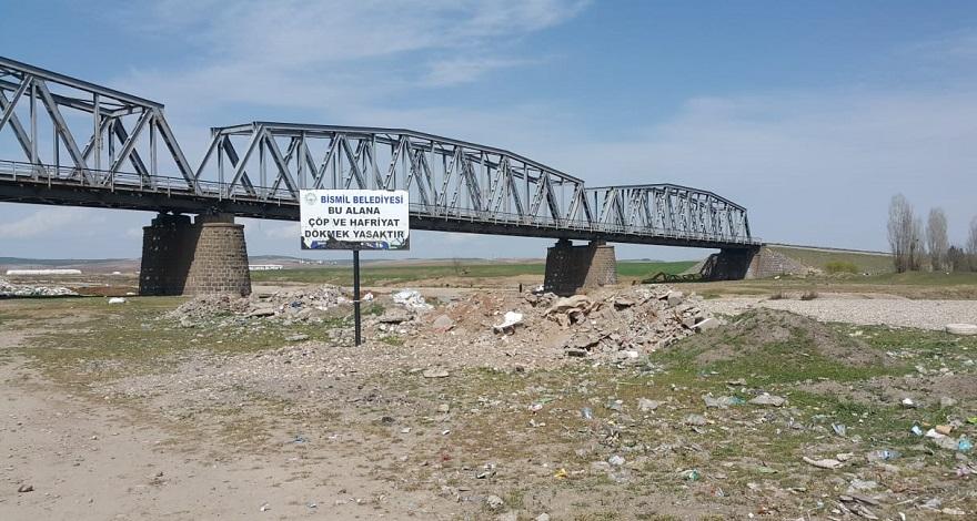 """Bismil Karaköprü mevkiisin de manzara hiç değişmiyor: """"moloz ve çöp"""""""