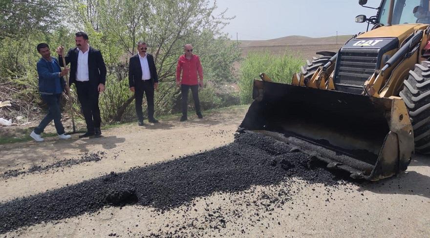 İlçe Başkanı Yağmur, asfalt çalışmalarını yerinde inceledi
